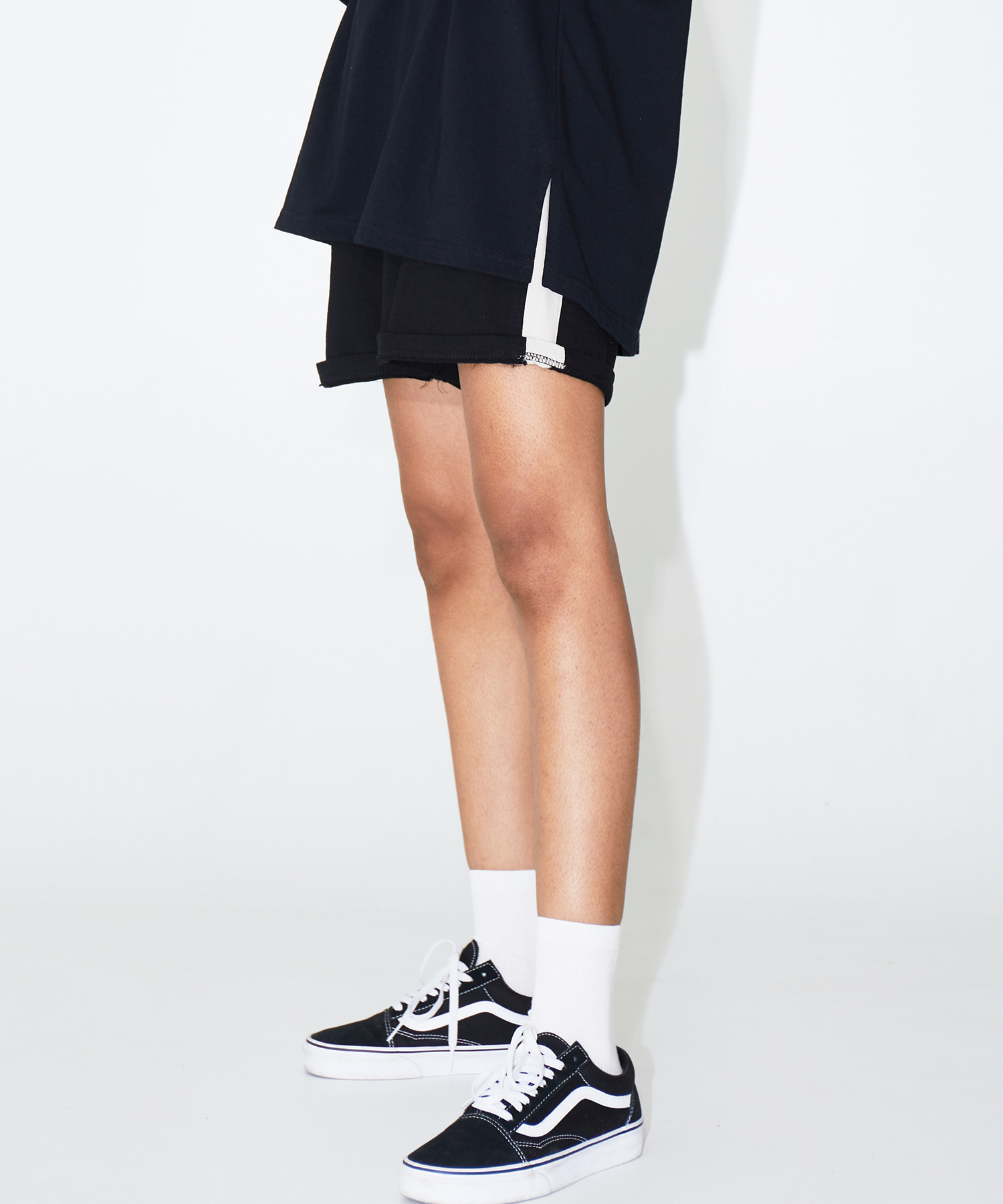 SIDE STRIPE SHORTS – BLACK